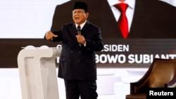 Capres 02 Prabowo Subianto berbicara pada acara debat Sabtu malam (30/3) di Jakarta.