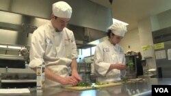 Trường trung học công nghệ Thomas Edison ở bắc Virginia cho học sinh cơ hội được trải nghiệm thực tế trong các lĩnh vực như ẩm thực, xây dựng, và tự động máy. (VOA)