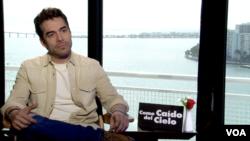 El actor Omar Chaparro durante la entrevista con la Voz de América en Miami (Foto: Antoni Belchi/VOA)