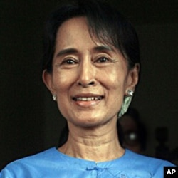 UN Burma Envoy Meets Ex-Prisoners, Opposition Leaders
