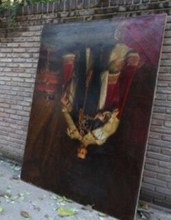 این تابلوی نقاشی نفیس از جمله آثاری است که در حمله به سفارت آسیب دیده است