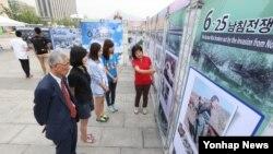 25일 서울 광화문광장에서 6ㆍ25 남침 전쟁 사진전 및 북한 정치범수용소 전시전이 열렸다. (자료사진)