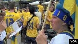 Các fan bóng đá người nước ngoài đến Ukraina