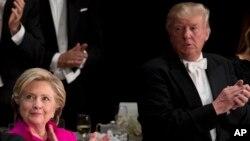 대선 투표일이 1주일여 앞으로 다가온 가운데, 힐러리 클린턴 민주당 후보와 도널드 트럼프 공화당 후보의 지지율 격차가 1%p까지 좁혀졌다. 지난 20일 뉴욕 월도프 아스토리아 호텔에서 열린 '알프레드 스미스 메모리얼' 재단 만찬 행사에 나란히 참석한 클린턴(왼쪽) 후보와 트럼프 후보.