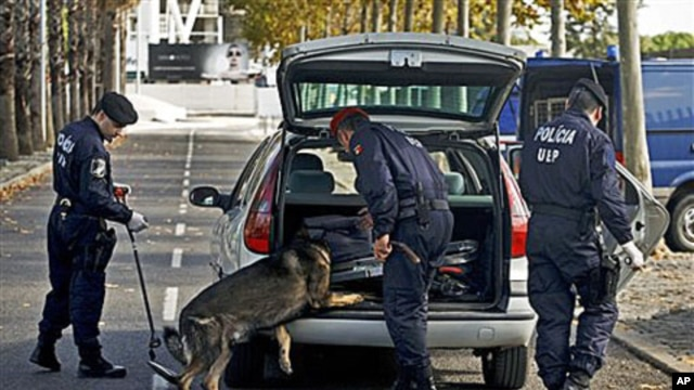 Portuguese police search a vehicle entering Lisbon's Parque das Nacoes district on 17 Nov 2010 where leaders of NATO member countries will attend a summit 19 Nov and 20 Nov
