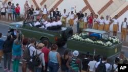 Así finalizó un periplo de cinco días desde que los restos de Castro partieron de La Habana a Santiago el pasado miércoles en un recorrido de más de mil kilómetros.