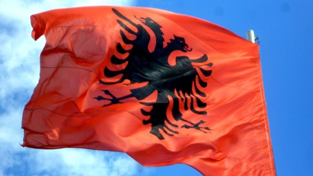 Shqiptarët në Mal të Zi mund të përdorin simbolet kombëtare