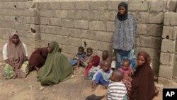 나이지리아 북부 카노 시의 여성과 아이들. (자료사진)