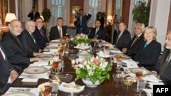 Ngoại trưởng Hoa Kỳ Hillary Clinton mở dạ tiệc đón tiếp Tổng thống Afghanistan Hamid Karzai tại Washington, ngày 10/5/2010