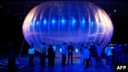 Le ballon Google Project Loon, qui permet une diffusion du WiFi à haute altitude, exposé au Musée de l'Air Force à Christchurch.