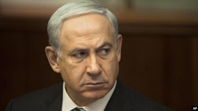 Israeli Prime Minister Benjamin Netanyahu attends the weekly cabinet meeting in his Jerusalem office, November 11, 2012.
