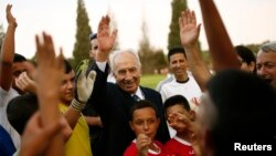 شیمون پرز در میان کودکان و نوجوانان اسرائیلی و فلسطینی