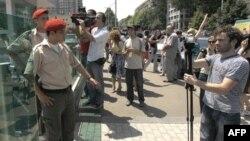 İçişleri Bakanlığı önünde bekleyen basın mensupları