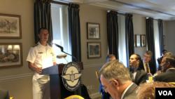 美国海军作战部长理查森上将(Admiral John Richardson) 2019年7月2日出席一场早餐会(美国之音黎堡)