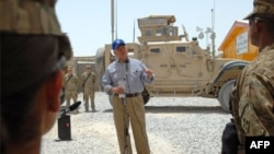 Gates Afganistan'daki Amerikan Askerlerine Veda Etti