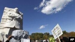 2011年10月15日马丁路德金纪念园里的民众