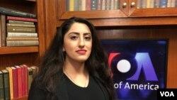 Pari Ibrahim, pendiri dan direktur eksekutif Free Yezidi Foundation dalam wawancara dengan VOA in Washington, DC. (VOA/Eva Mazrieva)