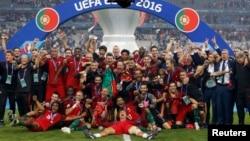 Football Soccer - Portugal v France - EURO 2016 - Final - Stade de France, 10/7/16