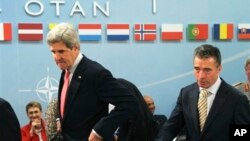 Госсекретарь США Джон Керри и генсек НАТО Андерс Фог Расмуссен. Брюссель, Бельгия. 23 апреля 2013 г.