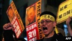 Çinli demokrasi yanlısı eylemciler Hong Kong'da gösteri düzenledi