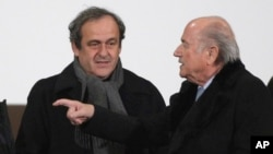 Michel Platini et Sepp Blatter, 16 decembre 2014. (AP Photo/Christophe Ena, file)
