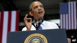 奥巴马总统2013年7月30日在大型零售网站亚马逊设在田纳西州的一个大型发货中心发表讲话。