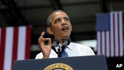 Обама говори во оддел на компанијата Аамазон во Чатануга, сојузната држава Тенеси.