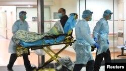 Coronavirus ပိုး ရွိသူဟု သံသရရွိသူကို ေဆးရံုသို႔ ပိုေဆာင္ေနစဥ္ (၂၀၂၀ ဇန္န၀ါရီလ ၂၂ ရက္ေန႔ )