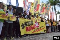 多個泛民政黨及民間組織發起「全民拒絕假普選運動」。(美國之音湯惠芸)