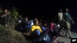 Građani čekaju evakuaciju poslije zemljotresa u Lomboku u Indoneziji, 5. avgusta 2018.