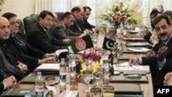 Karzai Pakistan'ın Arabuluculuk Teklifini Memnuniyetle Karşıladı
