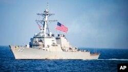 Американский эсминец в Южно-Китайском море (архивное фото)