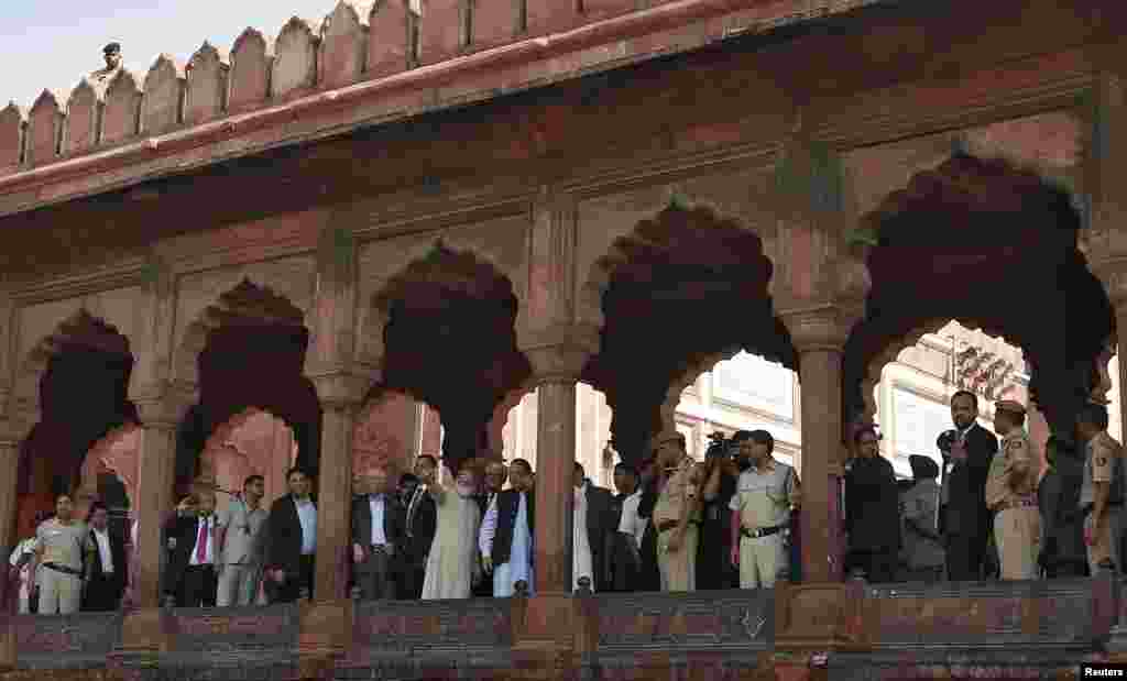 Chief cleric Syed Ahmed Bukhari gestures as he shows Pakistan's Prime Minister Nawaz Sharif around Jama Masjid in the old quarters of New Delhi, May 27, 2014.