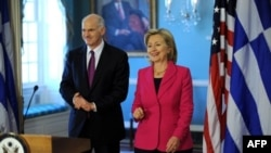 克林顿国务卿周一会晤帕潘德里欧