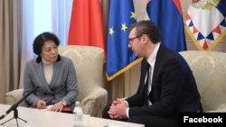 Predsednik Republike Srbije Aleksandar Vučić tokom sastanka sa ambasadorkom Narodne Republike Kine Čen Bo, u Beogradu, Srbija, 17. marta 2020. (Foto: Fejsbuk stranica predsednika Srbije)