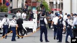 Полиция обследует место преступления в Кавасаки
