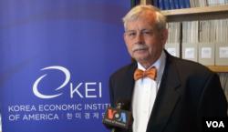 約翰霍普金斯大學北韓經濟論壇主席布拉德利•巴布森(美國之音莫非拍攝)
