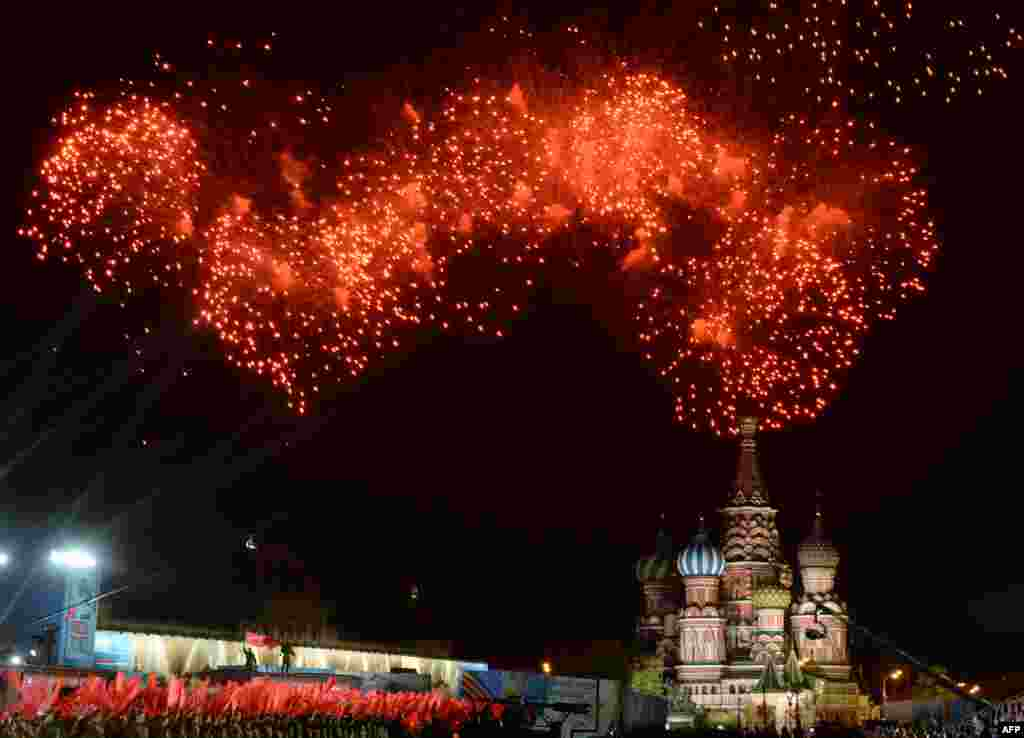 Fireworks explode above Moscow's Red Square on May 9, 2015 during the Victory Day celebrations marking the 70th anniversary of the 1945 victory over Nazi Germany.