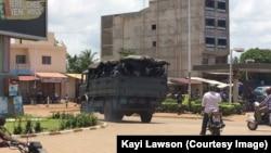 Les forces de l'ordre patrouillent dans les rues de Lomé, Togo, 11 avril 2018. (VOA/Kawi Lawson).