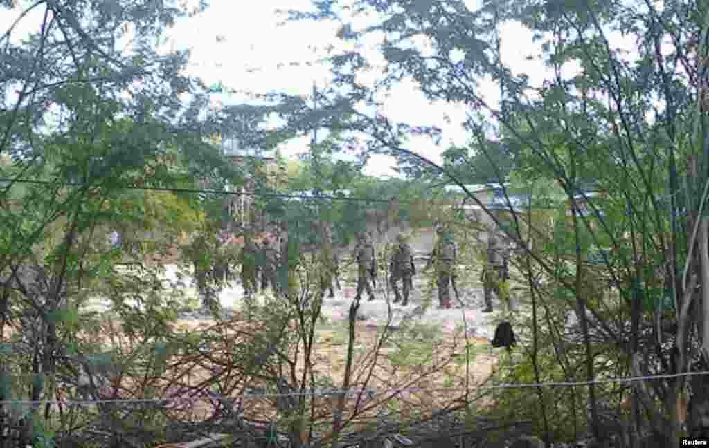 کینیا کی سکیورٹی فورسز نے گارسیا یونیورسٹی کو گھیرے میں لے رکھا ہے۔
