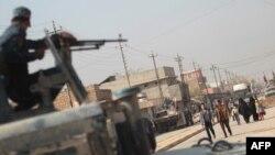 7일 이라크 군이 ISIL로부터 탈환한 모술 남부 함만 알-알리 지역을 순찰하고 있다.