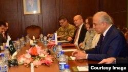 زلمی خلیلزاد، پیش از حرکت به سمت دوحه در پاکستان با مقامات این کشور مذاکره داشت