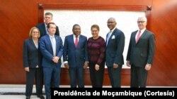 Congressistas americanos e presidente Filipe Nyusi, em Maputo.