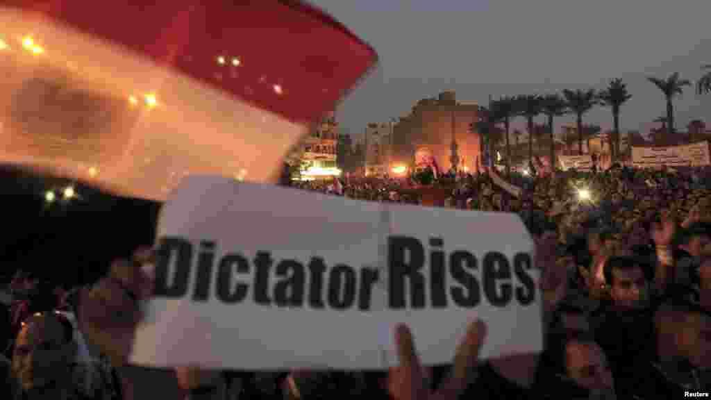 Anti-Morsi protesters chant anti-government slogans in Tahrir Square in Cairo, Egypt, November 27, 2012.