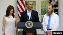 رئیس جمهوری آمریکا در کاخ سفید بیانیه آزادی بو برگدال را در حضور پدر و مادر وی قرائت کرد - واشنگتن، ۳۱ مه