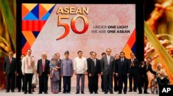 FILE - Philippine President Rodrigo Duterte, sixth from left, poses with descendants and representatives of the ASEAN Founding Fathers at the closing ceremony of the 50th ASEAN Foreign Ministers Meeting and its 50th Grand Celebration Tuesday Aug. 8, 2017.