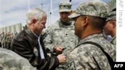 Gates Afganistan'da Askerlerle Biraraya Geldi