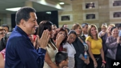 Venezuelan President Hugo Chavez (L) attends a mass at the military academy in Caracas, Venezuela July 12, 2011. Picture taken on July 12, 2011
