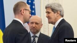 Госсекретарь США Джон Керри и премьер-министр Украины Арсений Яценюк