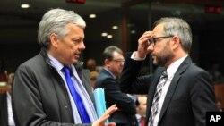 Еврокомиссар по вопросам юстиции Дидье Рейндерс (слева) Архивное фото